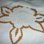 yapraklı çiçek desenli beyaz iş modeli