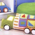 yeşil örgü oyuncak kamyonet modeli