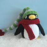 yeşil şapkalı amigurumi penguen modeli