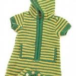 yeşil kapşonlu örgü bebek tulumu