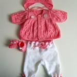 yeni doğan bebek pantolon ve hırkası