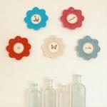 yuvarlak çiçek desenli renkli örgü duvar süsü modelleri