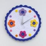 çiçek desenli örgü duvar saati modeli