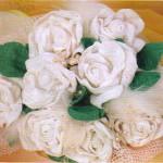 beyaz örgü hediyelik gül çiçek modelleri