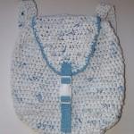 beyaz poşetle örülmüş örgü sırt çantası modeli