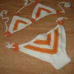 beyaz turuncu renkli örgü bikini modeli