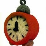 fikir vermesi adına örgü kırmızı masa saati modeli