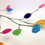 fikir vermesi adına rengarenk yapraklı örgü ağaç modeli