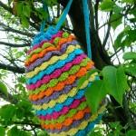 gökkuşağı renginde kat kat örgü sırt çantası modeli