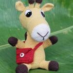 kırmızı çantalı örgü zürafa modeli