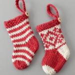 kırmızı örgü minik noel çorabı modeli