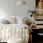 kremrengi örgü battaniye ve puf modeli