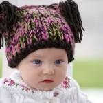 kukuletalı rengarenk örgü bebek beresi modeli