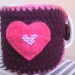 pembe kalp desenli hediyelik örgü bardak kılıfı modeli
