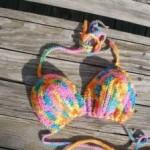 rengarek örülmüş örgü bikini modeli