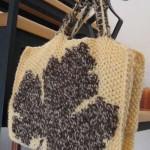yaprak desenli örgü kitap çantası modeli