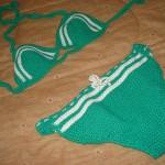 yeşil beyaz renkli örgü bikini modeli