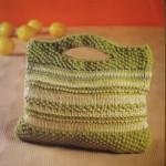 yeşil tonlarında örülmüş örgü kitap çantası modeli