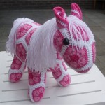 örgü at pembe beyaz