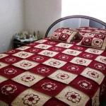 örgü motifli yatak örtüsü
