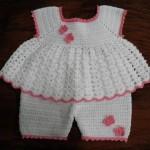 beyaz bebek elbise ve şortu