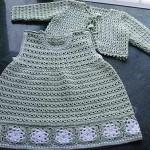 etekleri motifli bebek örgü elbise