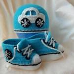 mavi beyaz erkek çocuklar için örgü bebek patiği ve şapkası
