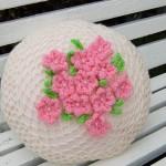 pembe çiçek motifli yuvarlak kırlent