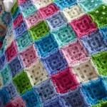 renkli motifli battaniye ve örtüler