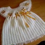 beyaz kurdele süslemeli elbiseler