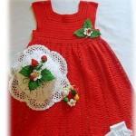 kırmızı dantel elbise ve şapkası