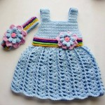 mavi çiçek motifli elbise ve bandanası