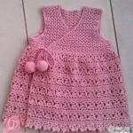 pembe yandan bağcıklı ponponlu örgü elbise