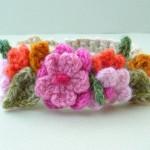 angora yünden çiçek detaylı renkli bilezik