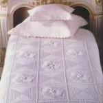 beyaz çiçek motifli dantel yatak örtüsü modeli