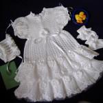 beyaz kız bebek örgü elbise modelleri örnekleri