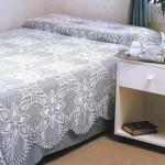 beyaz motifli dantel yaatk örtüsü modeli