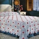 kırmızı çiçekli dantel yatak örtüsü modeli