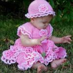 kat kat pembe kız çocuk elbise modelleri ve örgü bebek şapkası