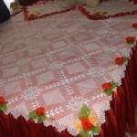 kenarları kurdeleli dantel yatak örtüsü modeli