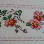 klasik pembe çiçekli kanaviçe yatak takımı