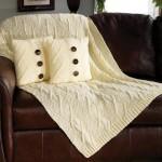 krem örgü battaniye ve yastık modeli