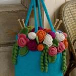 mavi renkli çiçek motifli çantalar