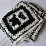 siyah beyaz bebek işlemeli bebek battaniyesi