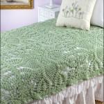 yeşil motifli dantel yatak örtüsü modeli